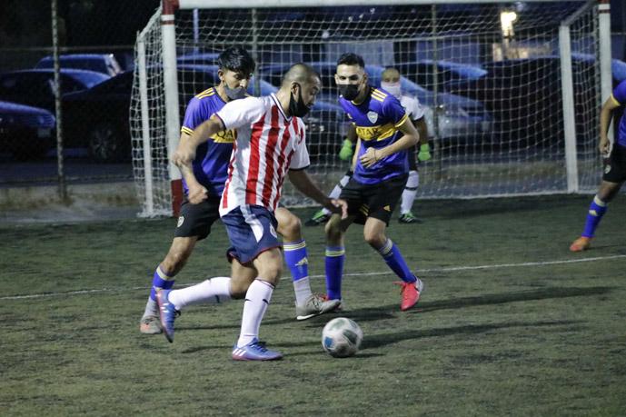 Se visten de campeones Los Morales y Amigos de Pery en el fútbol 7 nocturno